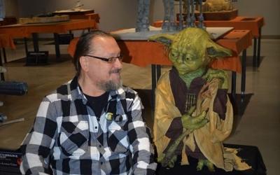 Já a Yoda, za námi přelétá bitevní křižník Impéria...