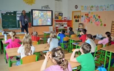 První stupeň ZŠ v Dolních Chabrech klidně snese sci-fi i fantasy